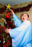 「目指すは相撲界の頂点」とおどける朝青龍