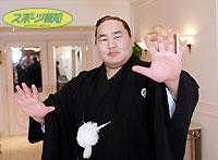 史上最強の横綱、朝青龍。報知年間最優秀力士に選出され笑顔で受賞を喜んだ