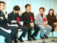 松坂(中)の鋭いつっこみに、上原(左から2人目)はタジタジ(左は福沢アナ、右から福嶋、尾崎直=カメラ・越川 亘)