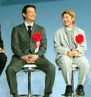 古田(左)はトークショーで「来年も巨人を倒す」と宣言し笑いを誘った(右は天沼=カメラ・清水 武)
