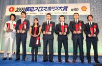 壇上で記念写真に納まる(左から)石川、坂本、宮里、鉄平、西岡、原監督、松本