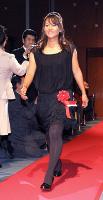 黒のドレス姿で入場する宮里藍