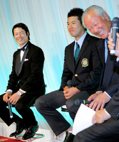 JGTO表彰式のトークショーで談笑する(左から)石川遼、松山英樹、青木功特別顧問