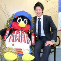 2億円越えで更改し、笑顔を見せる山田