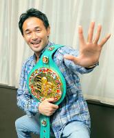 5年連続受賞の山中慎介は神の左手で「5」を表した